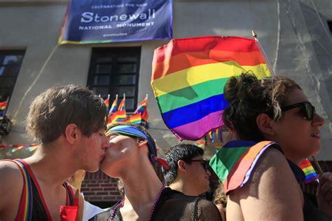 Pride parade wikipedia jpg 770x513